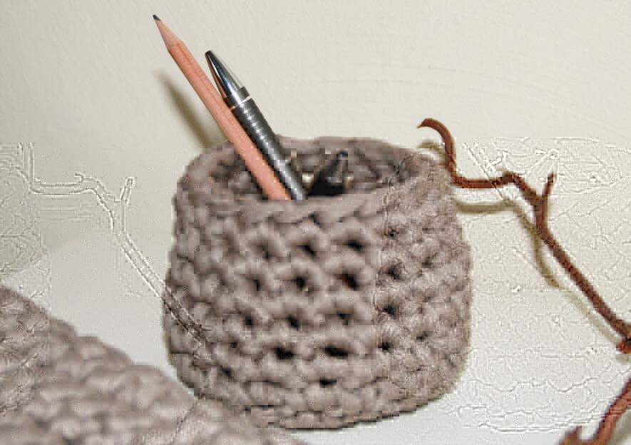 stifthalter aus textilgarn textilgarn dicke wolle. Black Bedroom Furniture Sets. Home Design Ideas