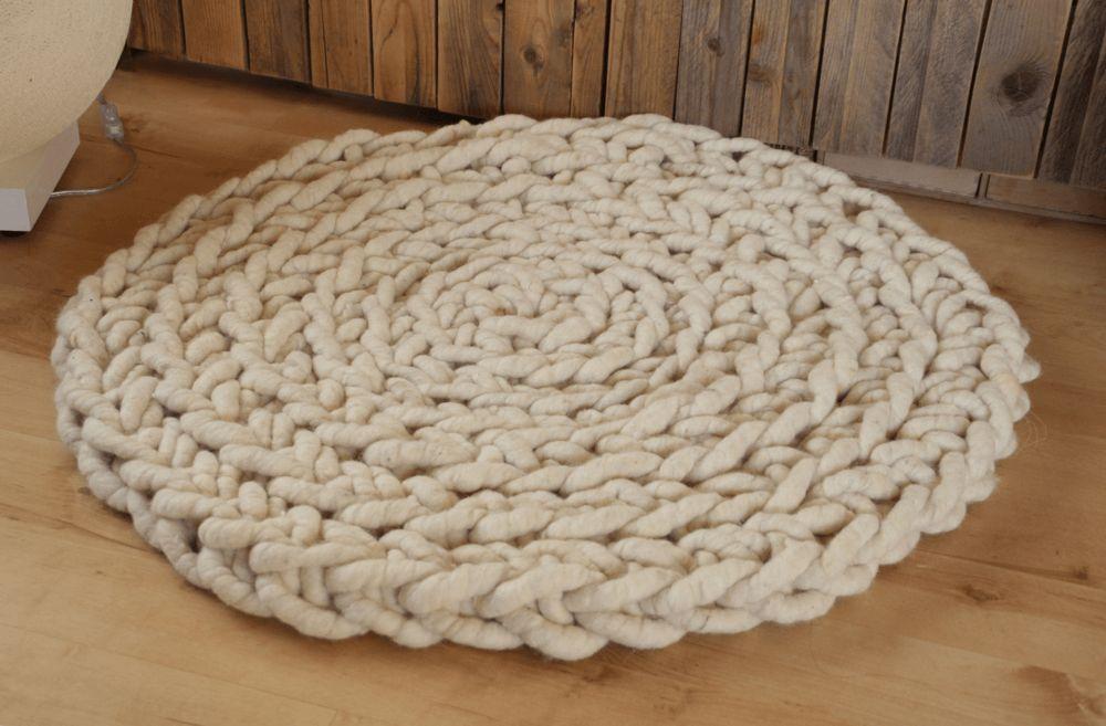 Wollteppich aus Filzseil gehäkelt