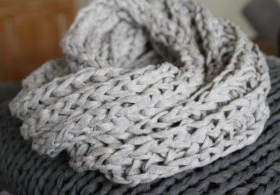 Gestrickter Loop Aus Bändchengarn Textilgarn Bändchengarn Und