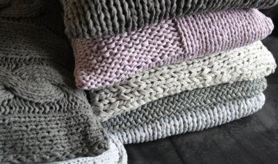 Kissen Aus Bändchengarn Textilgarn Bändchengarn Und Dicke Wolle