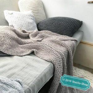 Gestricke Decken aus Bändchengarn