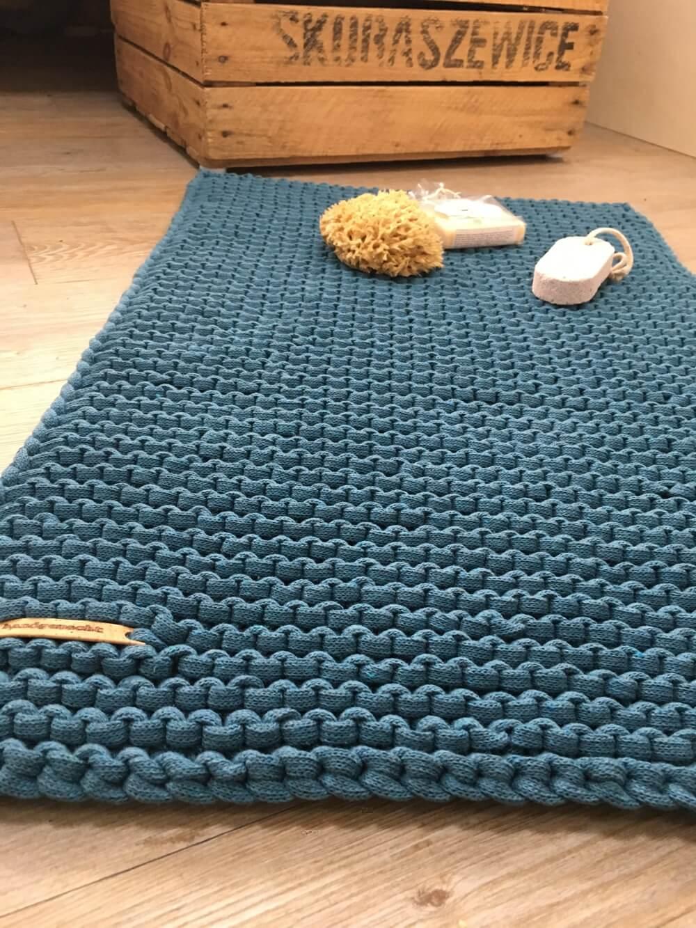 Badmatte aus Strickband und Strickschnur