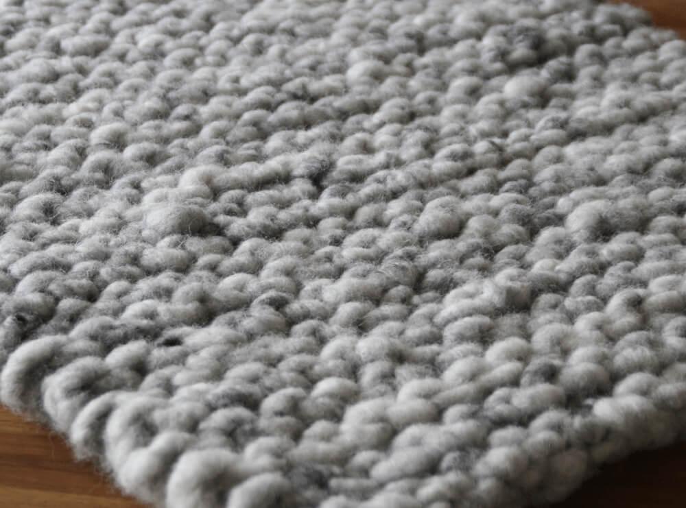 Strickteppich vor dem Waschen Detail